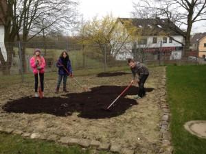 Garten AG Kompost verteilen